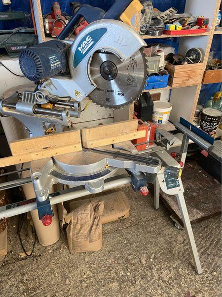 Pokosova pila MCALISTER plne funkčná zo stojanom BOSCH priemer kotúča -305mm Používaná na výrobu altankov Dôvod predaja že som k…