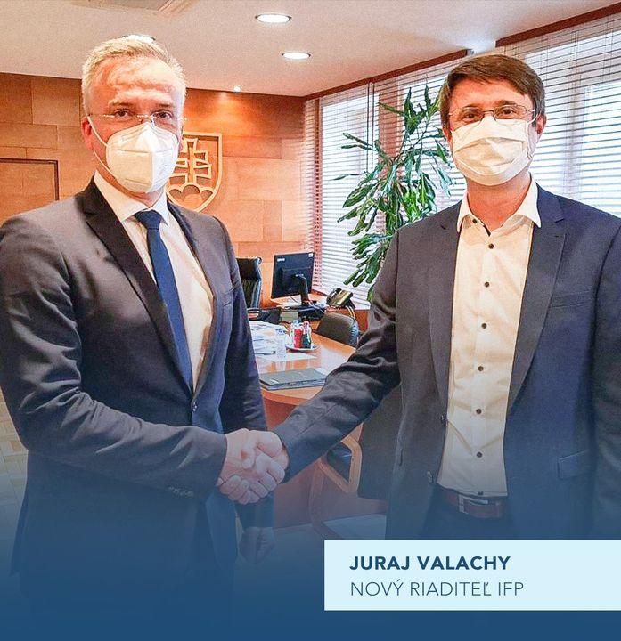 ŠTÁTNY TAJOMNÍK MF SR MARCEL KLIMEK DNES OFICIÁLNE PRIVÍTAL NOVÉHO RIADITEĽA INŠTITÚTU FINANČNEJ POLITIKY.  Juraj Valachy sa sta…